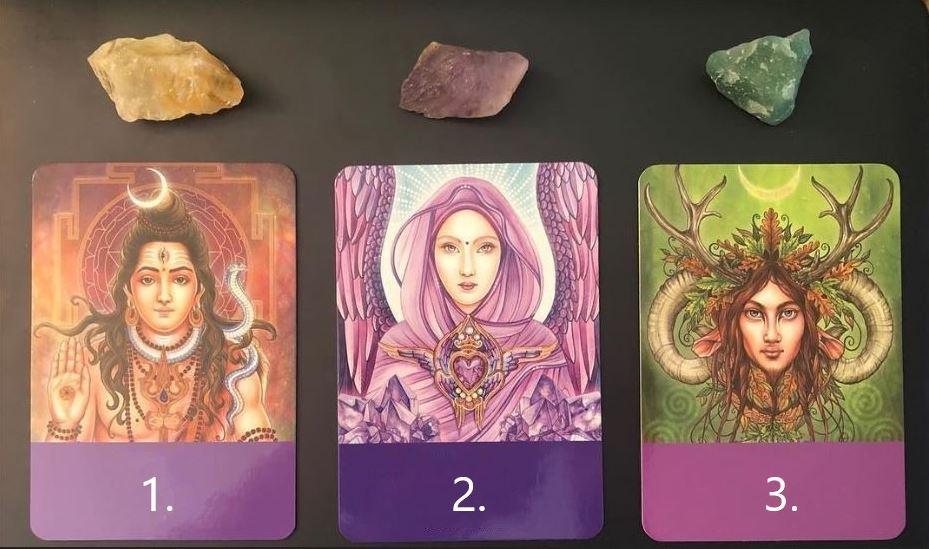 Válassz egy kártyát a háromból és tudd meg mit üzen Neked!